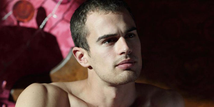 Biografía del actor Theo James