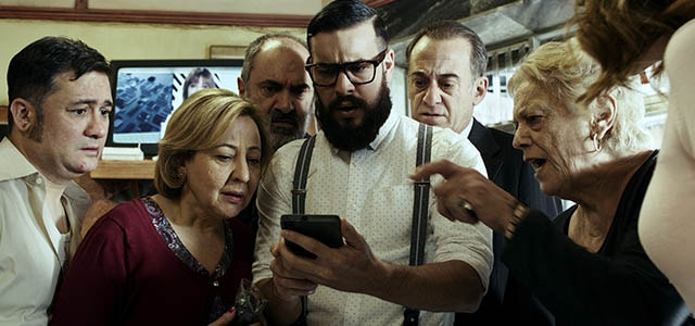 "Crítica de la película ""El bar"""